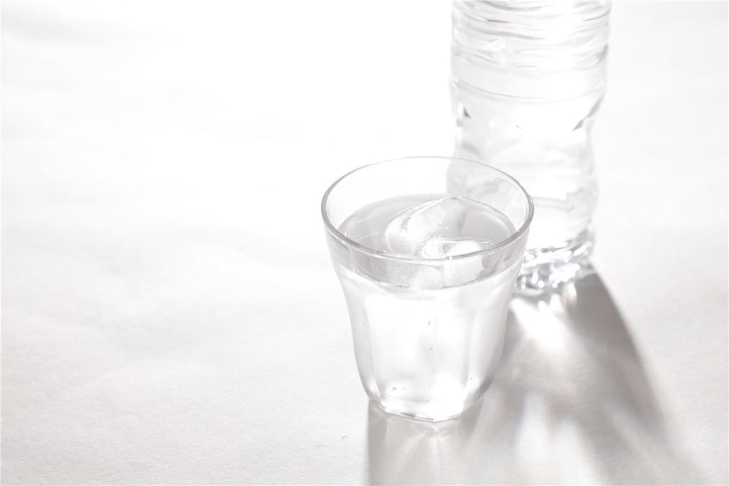 コップの水で部屋の乾燥対策