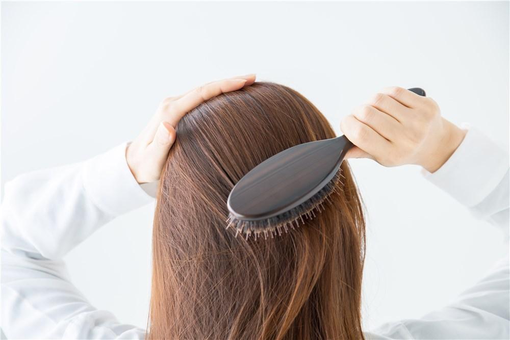 50代の気になる抜け毛の原因から対策