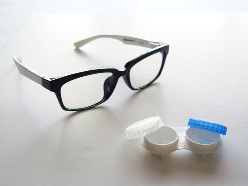 眼鏡とコンタクト、どっちがいい